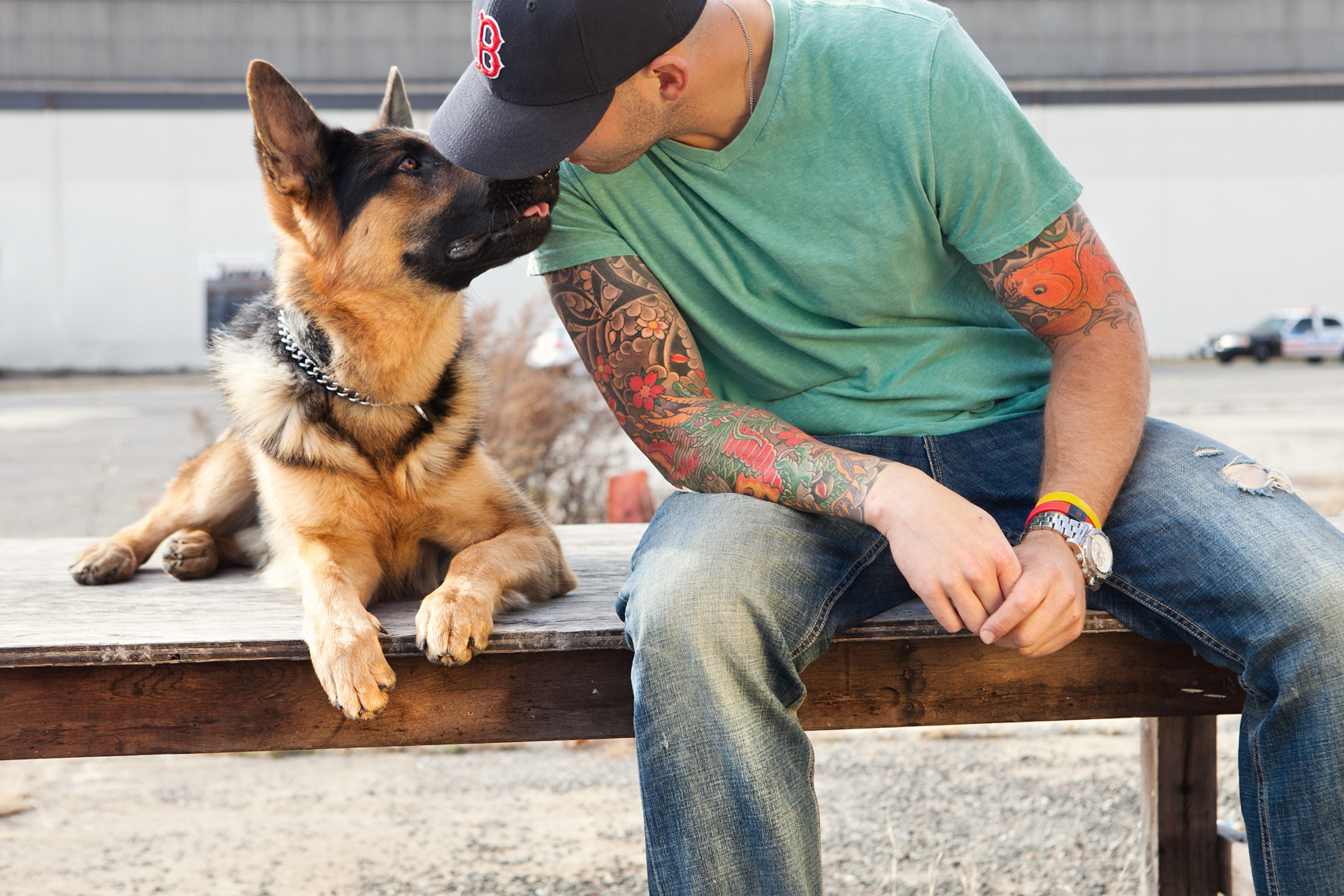 Dogs_with_tattooed_owners_07