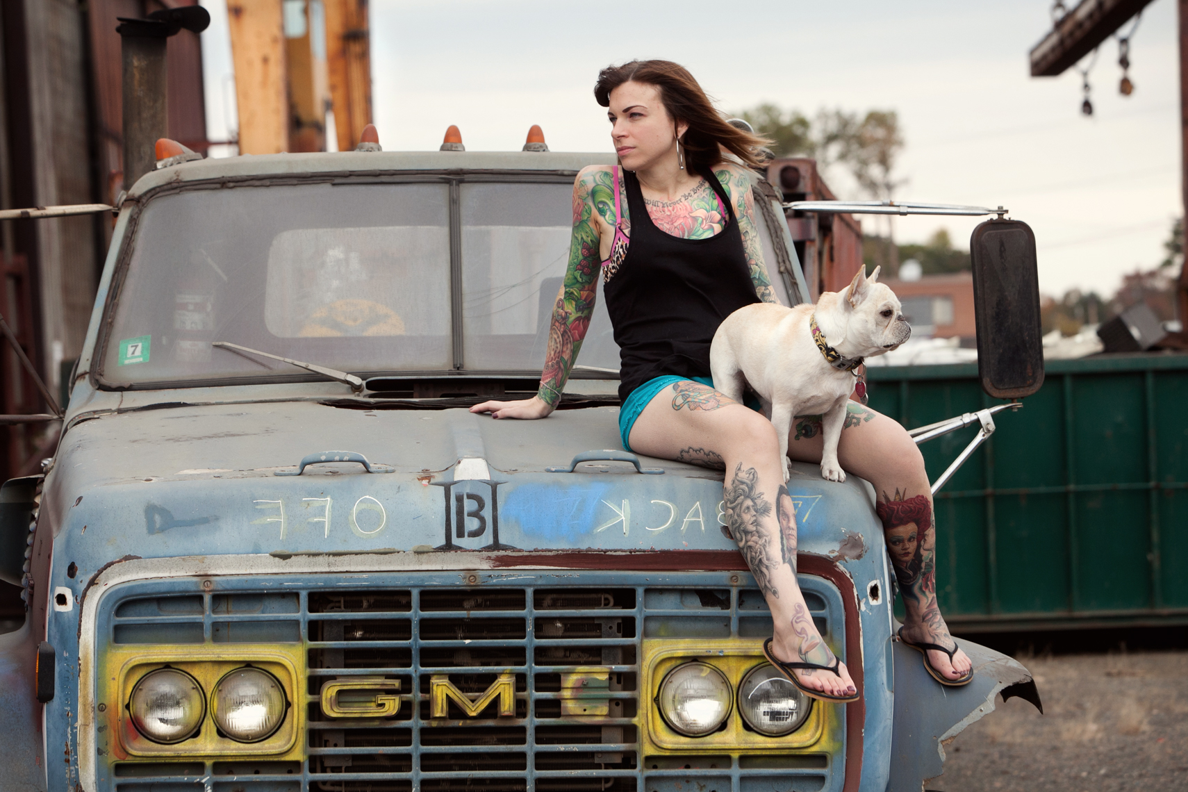Dogs_with_tattooed_owners_27